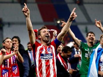 Gabi celebra con la afición el título de la Europa League