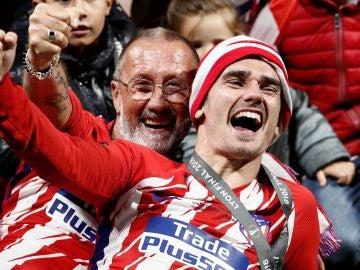 Griezmann celebra el título de la Europa League
