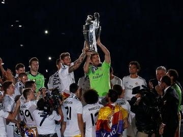 Casillas levanta la Décima Champions del Real Madrid junto a Sergio Ramos