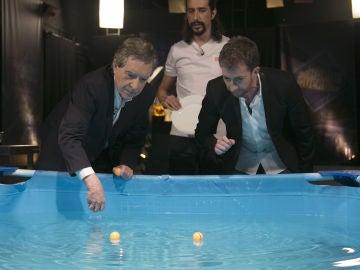 Iñaki Gabilondo crea remolinos acuosos gracias a la ciencia de Marron