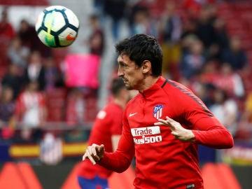 Savic, durante un calentamiento del Atlético de Madrid