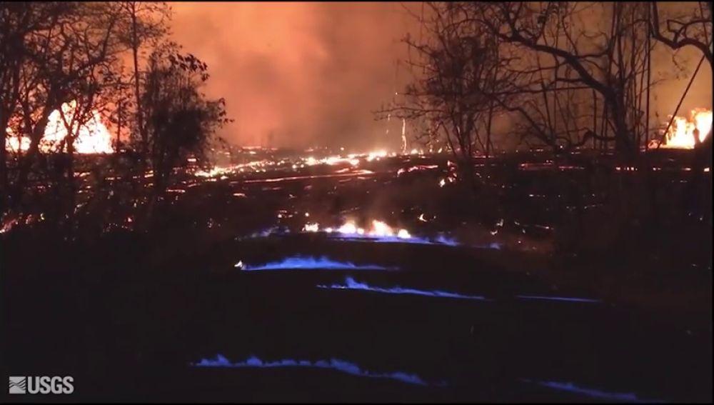 La erupción del volcán Kilauea provoca unas curiosas llamas azules
