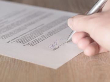 Firmar un contrato