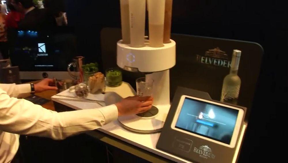Un robot que elige la cantidad y combinación exacta de los cócteles