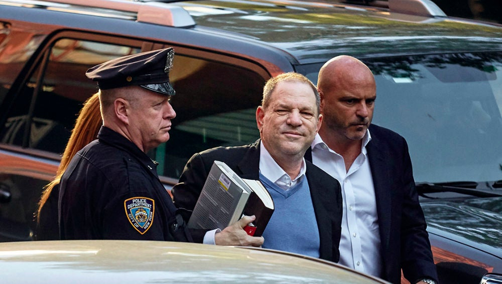 Harvey Weinstein tras ser detenido en Nueva York