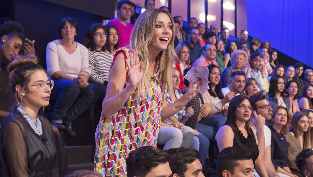 Anna Simon premia las mentiras del público con 500 euros