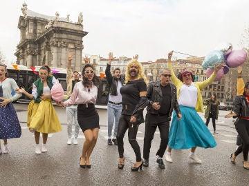 'La noche de Rober' recrea el musical 'Grease' por las calles de Madrid