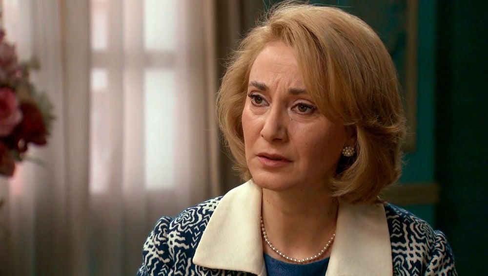 Matilde se disculpa con Charo y le ruega saber toda la verdad