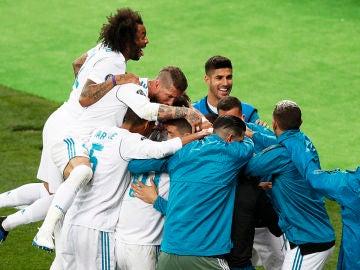 Los jugadores del Real Madrid celebran el 3-1 ante el Liverpool