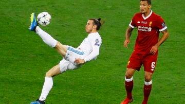 Gareth Bale marca el 2-1 durante la final de la UEFA Champions League de chilena
