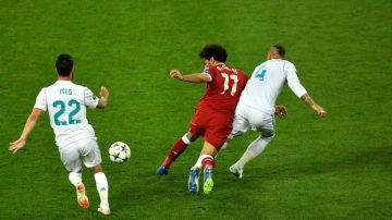 Ramos puja con Salah