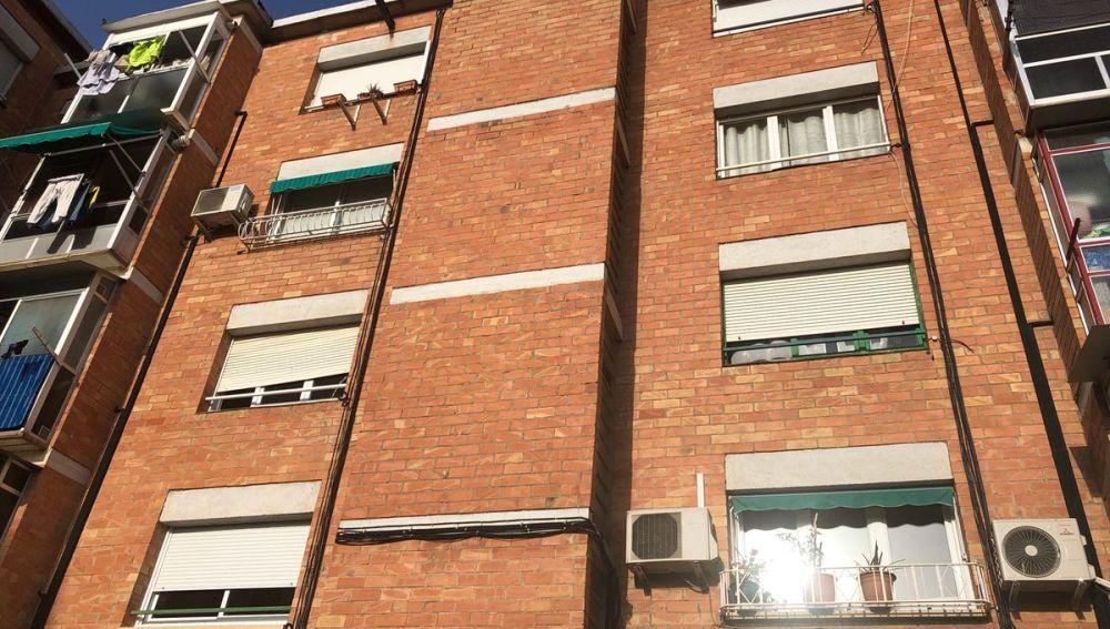 Fachada del edificio que ha sido desalojado en Sabadell