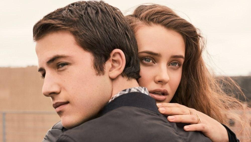 Katherine Langford y Dylan Minnete, protagonistas de 'Por 13 razones'