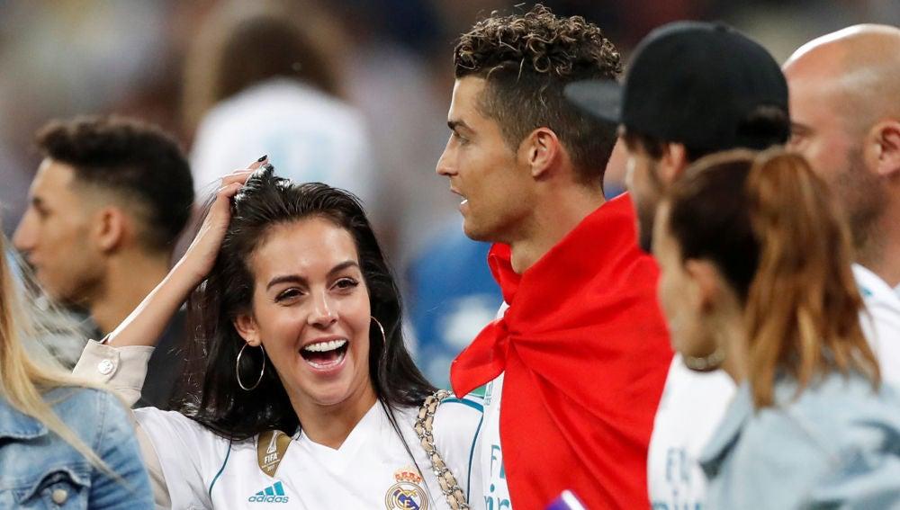 Georgina Rodríguez celebrando el éxito del Real Madrid en la Champions con Cristiano Ronaldo