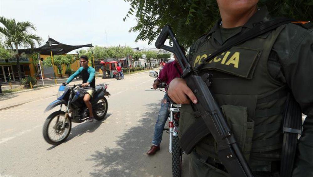 Un policía en Colombia