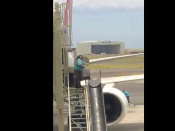 La trabajadora del aeropuerto