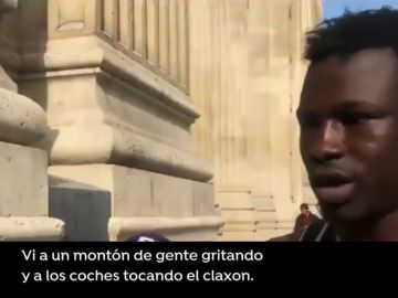 """El hombre que salvó la vida a un niño en París detalla su hazaña: """"He visto que se le podía coger por el balcón y he empezado a escalar"""""""