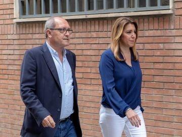 La presidenta de la Junta y secretaria general de los socialistas andaluces, Susana Díaz, junto al secretario de Organización, Juan Cornejo (i)