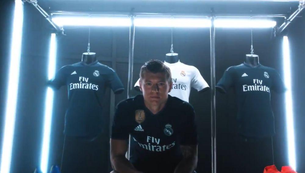 1f750b95 El Real Madrid presenta su primera y segunda equipación para la ...