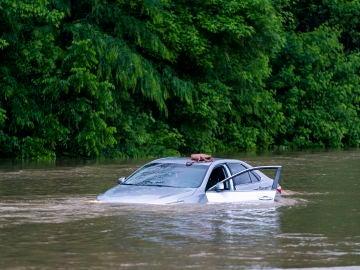 Coche inundado en Maryland