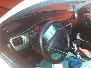 El móvil acoplado al volante