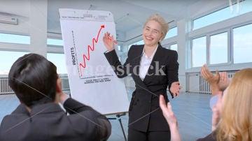 Emilia Clarke riéndose de sí misma (y de todos)