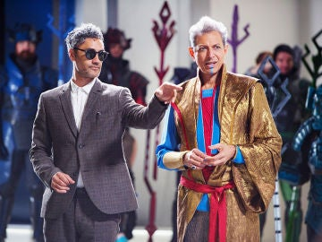 Taika Waititi junto a Jeff Goldblum