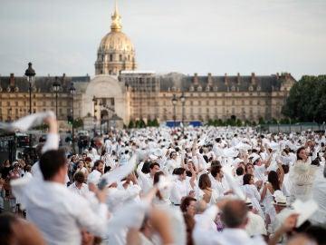 Cena en blanco en París