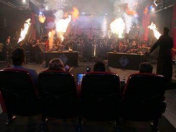 Una orquesta sinfónica completa toca en medio de un show de fuego y explosiones en 'El Hormiguero 3.0'