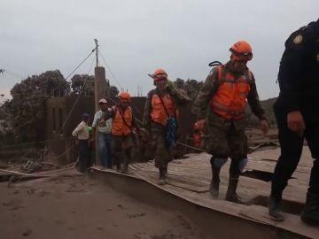 <p>Ascienden a 69 los muertos por el volcán de fuego en Guatemala</p>
