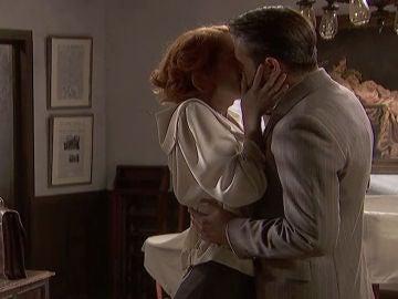 Irene y Severo se funden en un beso