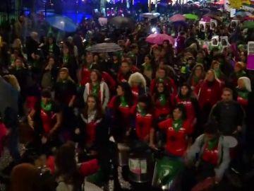 """<p>Multitudinario grito por aborto legal se suma al """"Ni Una Menos"""" en Argentina</p>"""