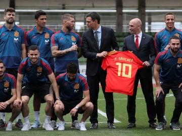 Pedro Sánchez dialoga con Sergio Ramos