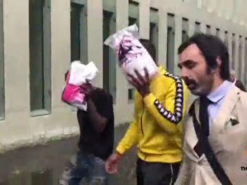 <p>En libertad los dos jóvenes detenidos a raíz de una denuncia por violación de una menor en la sala Razzmatazz de Barcelona</p>