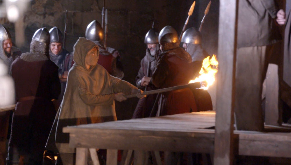 Nos colamos tras las cámaras de la quema del cadáver de Bernat