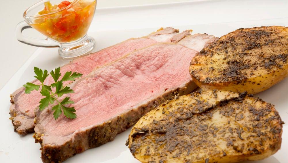 Roast beef con patatas asadas.
