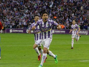 Los jugadores del Valladolid celebran un gol ante el Sporting