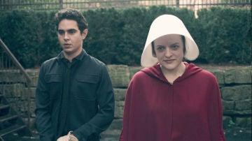 """Nick sembrará muchas dudas a Defred en 'El cuento de la criada': """"Es el chófer del comandante"""""""