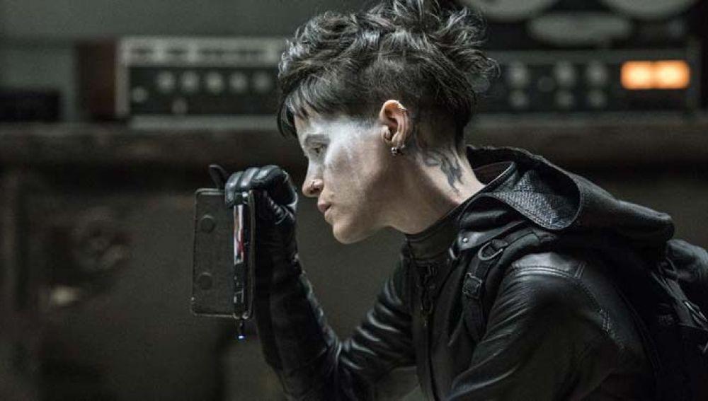 Claire Foy en 'Lo que no te mata te hace más fuerte'