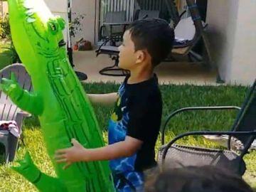 Timmy jugando con el cocodrilo