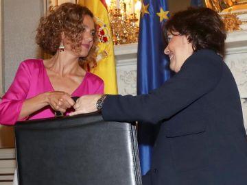 Meritxell Batet y Soraya Sáez de Santamaría