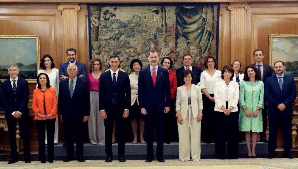 Los miembros del nuevo ejecutivo de Pedro Sánchez ha tomado hoy posesión de sus cargos
