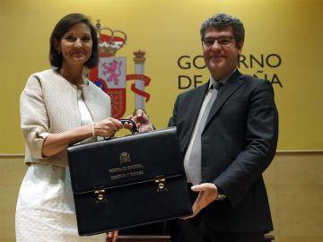 Reyes Maroto recibe su cartera