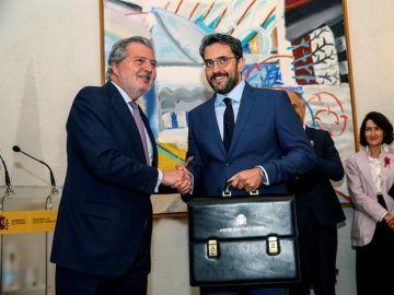 Màxim Huerta recibe la cartera de Cultura y Deporte de manos de Íñigo Méndez de Vigo