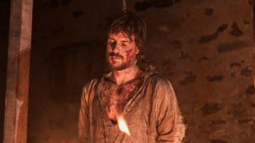 Arnau quema el cuerpo de su padre, narrado por Tristán Ulloa