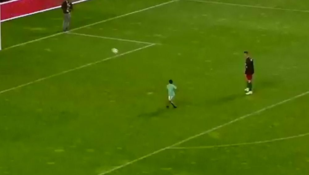 El hijo de Cristiano en el Estádio da Luz, en Lisboa