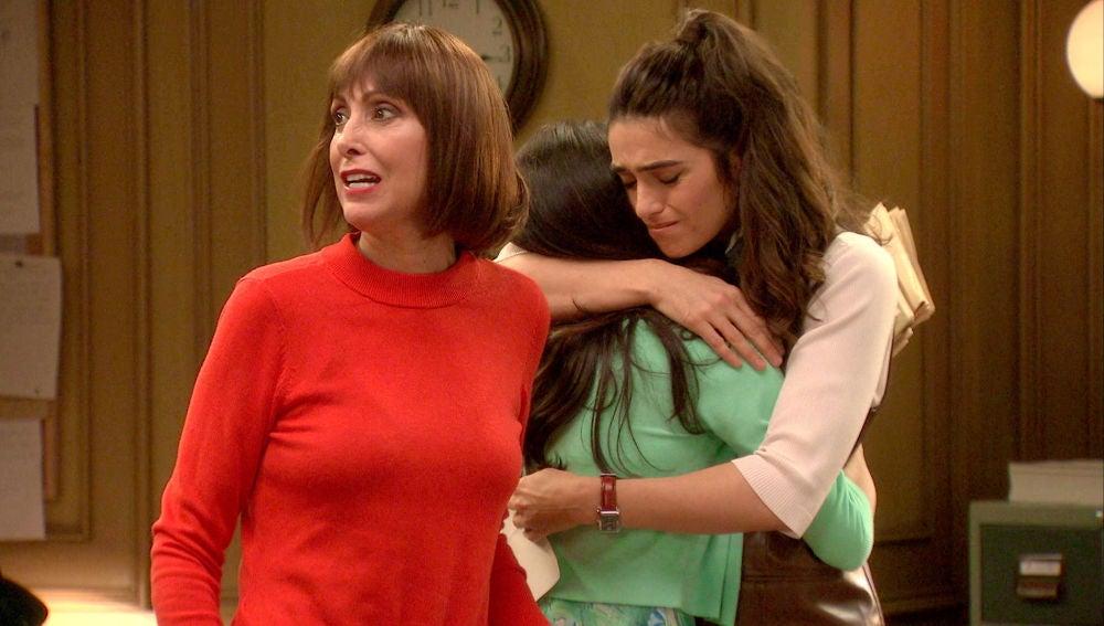 Vicky y Teresa reciben una carta de despido