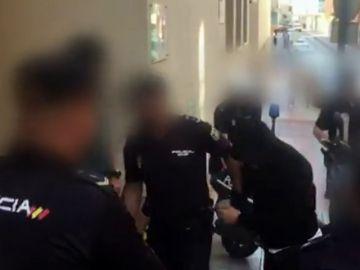 Declaran los dos policías locales detenidos por la agresión sexual a una joven de Estepona