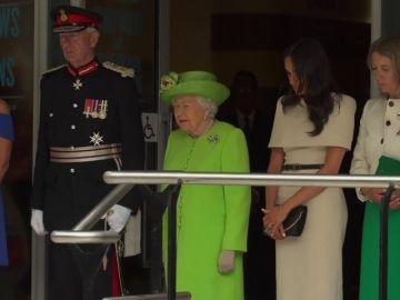 Meghan acompaña por primera vez a la reina Isabel II en una visita oficial