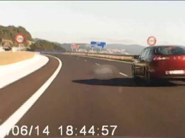 Investigan por violencia machista a un kamikaze que provocó un accidente y después se arrojó sobre un vehículo en Pontevedra